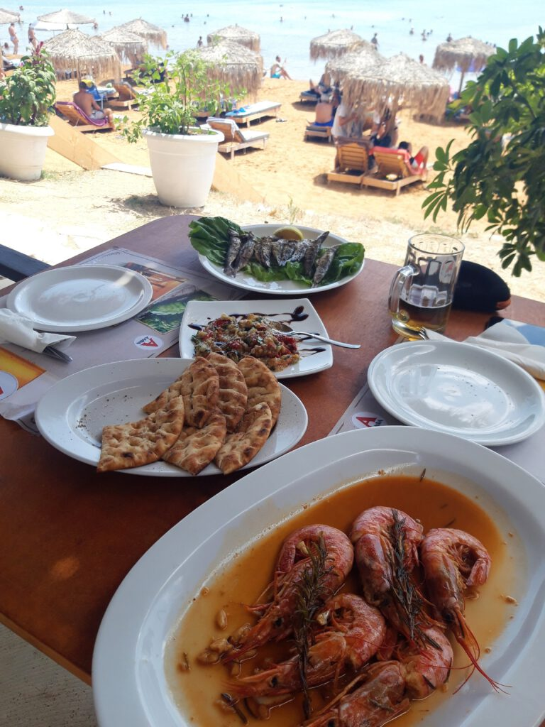 lunch-averto-xi-beach